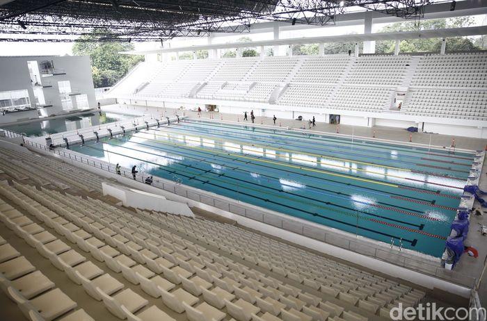 Seperti Stadion utama GBK sebagai bangunan cagar budaya, Stadion Akuatik juga wajib mempertahankan ciri khas bangunan lawasnya. Namun, di sisi lain, Stadion Akuatik itu harus memenuhi standar FINA (Federasi Renang Internasional).