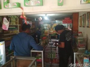 Digerebek, Warung Kelontong di Bandung Jual Obat Keras