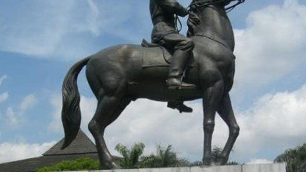 Foto: Patung Jendral Soedirman Berdiri Gagah Ada di 6 Kota Ini