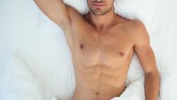 Apakah Anda kerap memakai pakaian dalam saat tidur? Jika ya, sepertinya Anda harus mengubah kebiasaan tersebut. Pasalnya itu bisa memengaruhi kesehatan Anda.