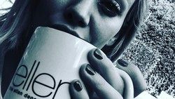 Kandungan antioksidan pada kopi ditambah dengan cita rasa yang nikmat membuatnya Disukai banyak orang. Buktinya, deretan seleb ini kegandrungan minum kopi.
