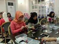 Belajar Makeup Wedding dan Anting Tassel di Wolipop Women's Lounge