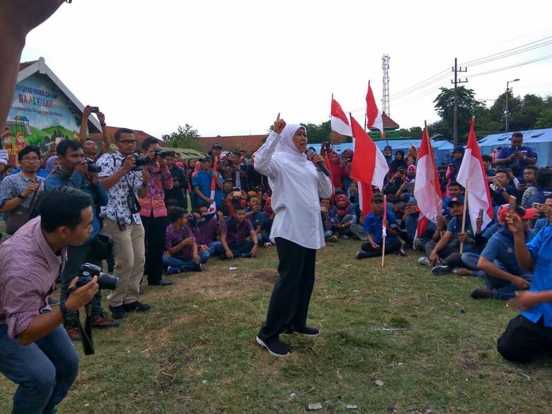 Mensos Khofifah Ajak Karang Taruna ke Taman Makam Pahlawan