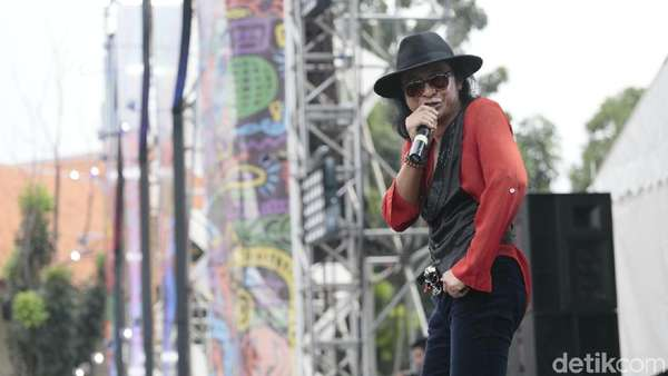 Goyang ala Hello Dangdut di Synchronize Fest 2017