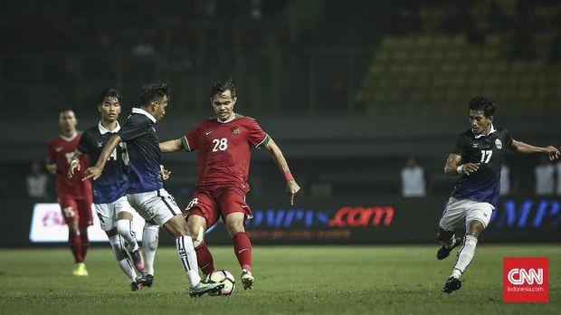 Rezaldi Hehanusa jadi salah satu pemain yang dipanggil oleh Luis Milla usai latihan.