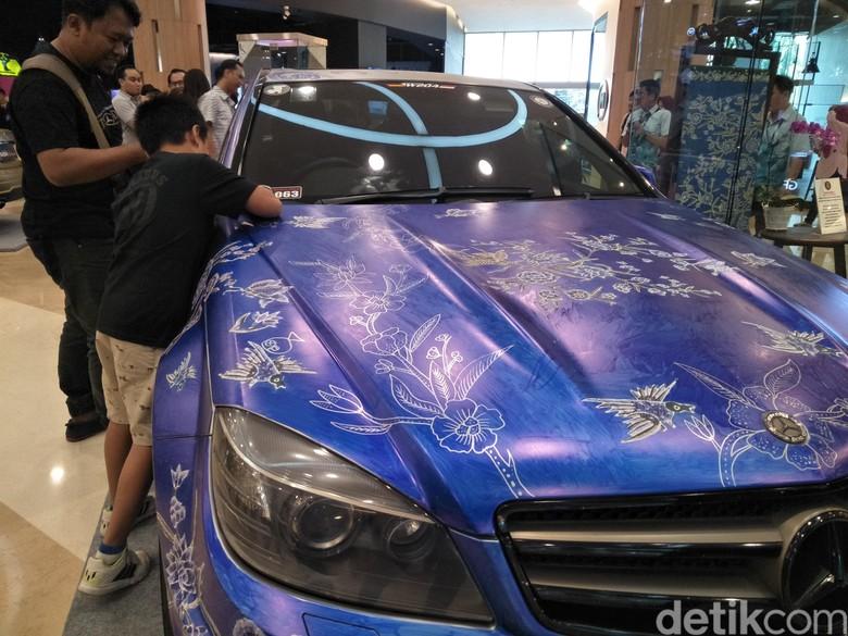 Membatik Mobil, Mercedes-Benz Cetak Rekor Muri Foto: Ruly Kurniawan