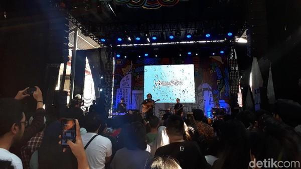 Mengawali Malam Minggu Bareng Adhitia Sofyan di Synchronize Fest 2017