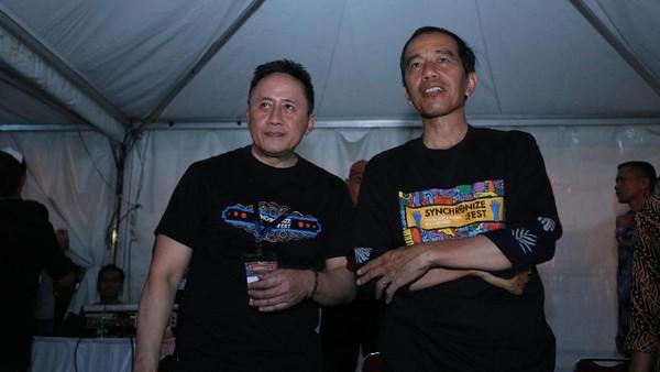 Jokowi Ganti Kaus We The Fest dengan Synchronize Fest