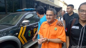 Seminggu Ditahan Polisi, Jonru Hasilkan 10 Lembar Tulisan