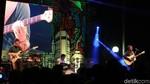 Dialog Dini Hari Tampil Memukau di Synchronize Fest 2017