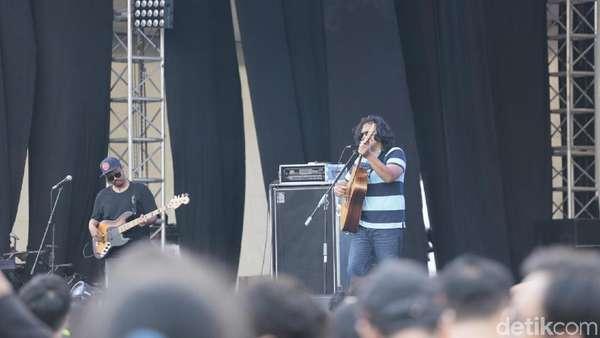 Melihat Aksi Panggung Float di Synchronize Fest 2017