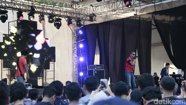 Berdansa Bersama Club 80's di Synchronize Fest 2017