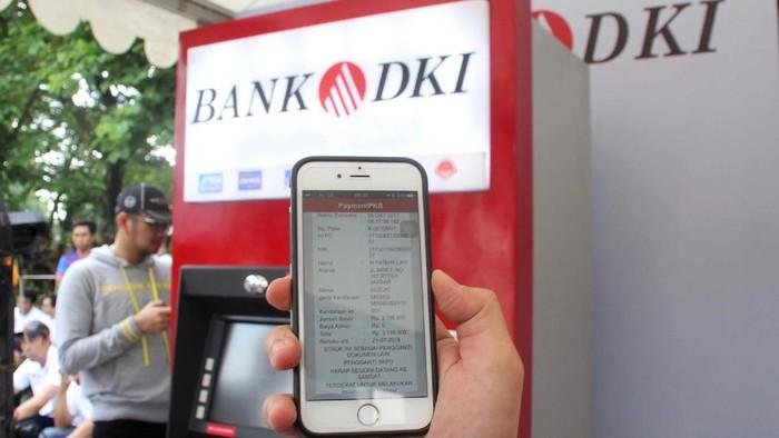Pembayaran Pajak Kendaraan Bermotor kini semakin luas dan mudah, bisa dilakukan dimana saja melalui mesin EDC dan Jakmobile Bank DKI.