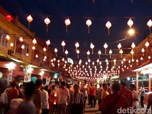 Foto: Malam Kue Bulan dan Ajang Cari Jodoh di Pekanbaru