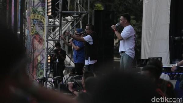 Berdendang Balada Cinta Bersama Kahitna di Synchronize Fest 2017