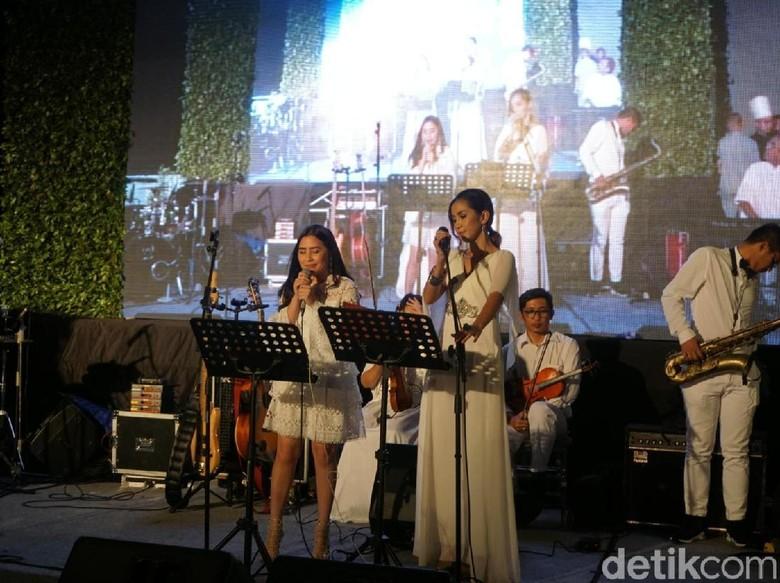 Suara Prilly Latuconsina Hangatkan Resepsi Pernikahan Laudya Cynthia Bella