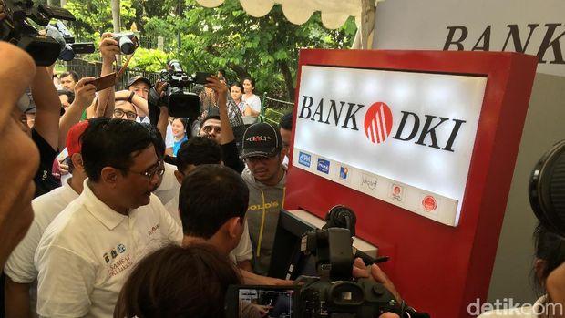 Gubernur Djarot melihat pembayaran PKB via ATM