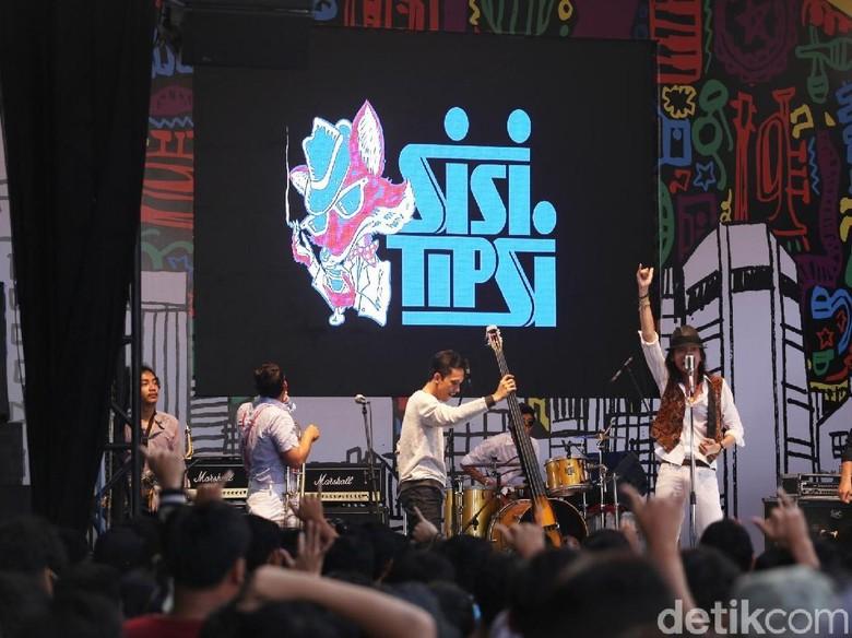 Sisitipsi Buat Mabuk Panggung Synchronize Fest 2017