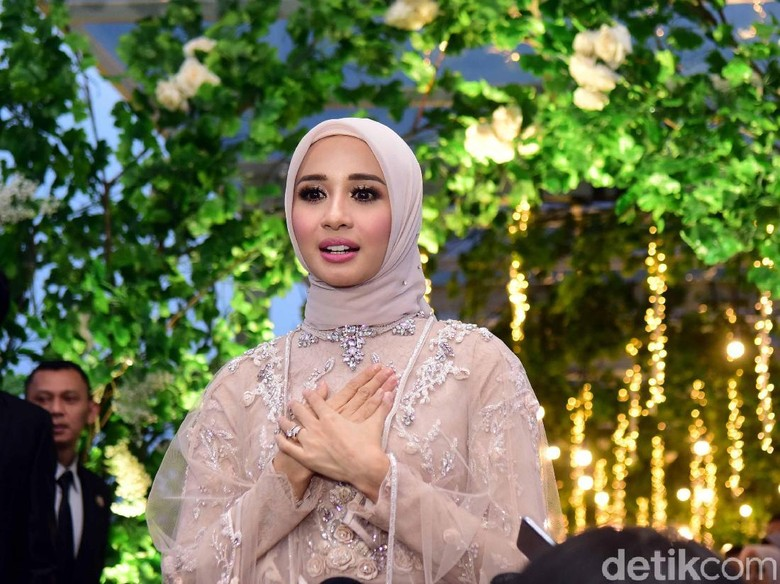 Serba Putih Resepsi Pernikahan Laudya Cynthia Bella di Bandung