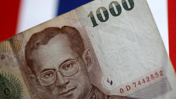 FILE PHOTO: A Thailand Baht note is seen in this illustration photo June 1, 2017.     REUTERS/Thomas White/Illustration/File Photo