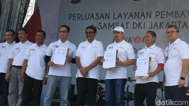 Warga Jakarta Kini Bisa Bayar Pajak Kendaraan di 4 Bank Ini