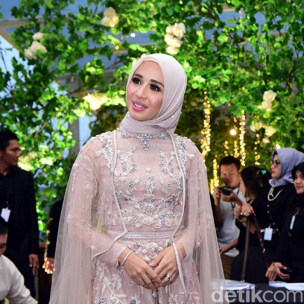 Rumah Rp 9 M Bella Ditaksir Anak Jokowi, Hubungan Sule dengan Sinden Cantik