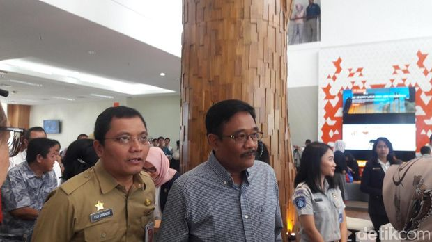 Gubernur DKI Jakarta Djarot S Hidayat mengunjungi Mal Pelayanan Publik.