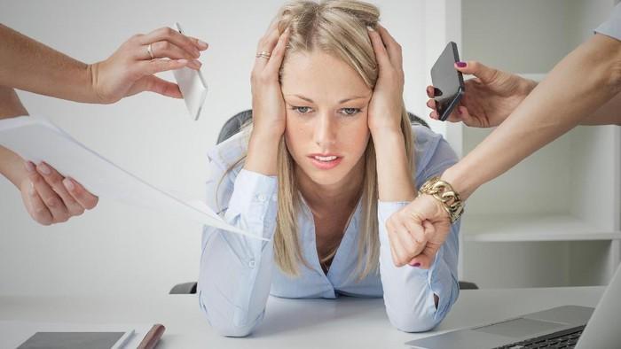 Kerja terlalu keras bukan cuma berdampak buruk bagi kesehatan tapi justru kariermu sendiri. Foto: Ilustrasi/thinkstock