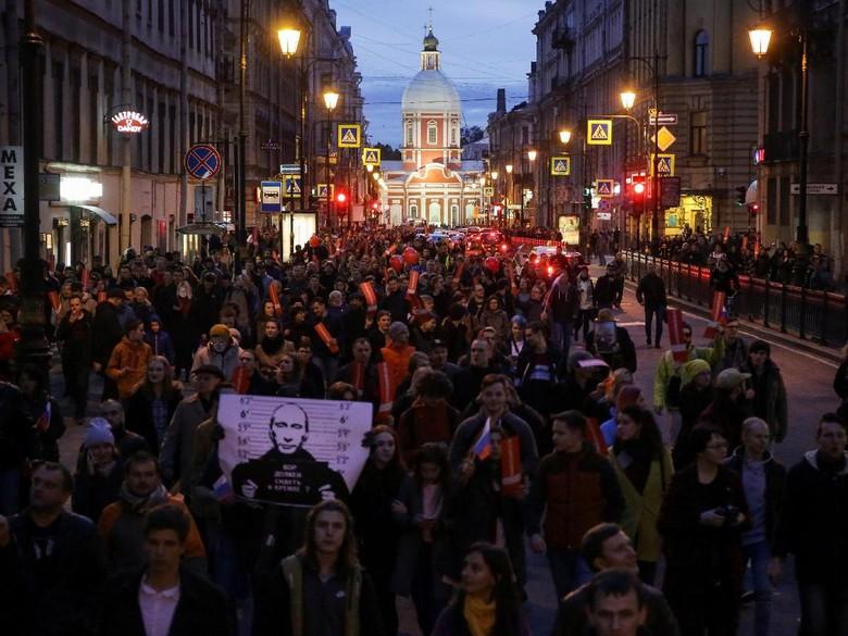 Berunjuk Rasa Saat Ulang Tahun Putin, 290 Demonstran Ditangkap