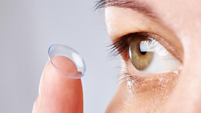 Ilustrasi lensa kontak. (Foto: Thinkstock)