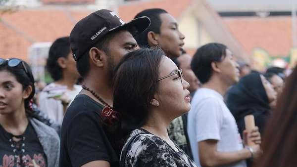 Tercyduk! Wajah Bahagia Penonton Synchronize Fest Nonton Kahitna Bareng Pasangan