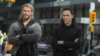 Chris Hemsworth bersama Tom Hiddleston. Foto: Marvel Studios 2017