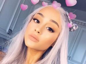 Tak Dikenali, Ariana Grande Tampil Baru dengan Rambut Silver