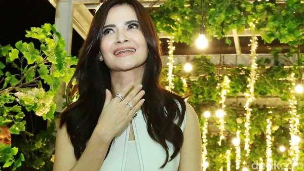Datang ke Resepsi Laudya Cynthia Bella, Cut Tari Kok Sendirian?
