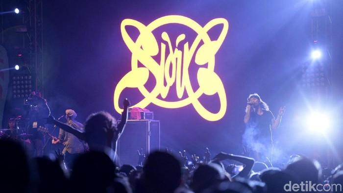 Slank saat tampil di acara Synchronize Fest 2017.