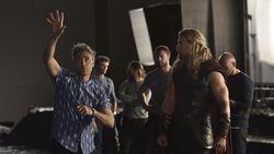 Taika Waititi Sutradarai Thor 4, Warner Bros Tunda Produksi Akira