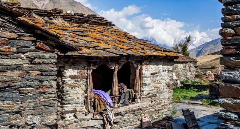 Lembah Johar menjadi tujuan para pendaki dan mereka rela berbondong-bondong ke sana walau treknya amat berat. Ketegangan perbatasan yang melanda kawasan ini membuat Lembah Johar baru dibuka kembali pada tahun 1994 (Dok. Himanshu Khagta/BBC Travel)