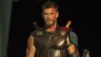 Thor dalam film itu juga tampil dengan gaya rambut cepak. Foto: Marvel Studios 2017