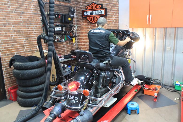 Polisi Keluhkan Hal Ini Saat Tunggangi Harley-Davidson Foto: Khairul Imam Ghozali