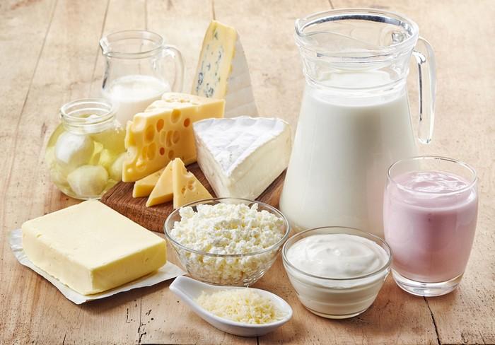 Sebuah studi tahun 2015 meneliti efek makanan pada mimpi dengan melibatkan 396 partisipan pelajar. Hasil kuesioner menunjukkan kebanyakan makanan yang membuat mimpi buruk dan aneh antara lain produk susu. Seperti keju, susu dan es krim.