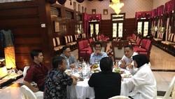 Foto: Pertemuan Sekjen PDIP dan Risma, Deal Maju Pilgub Jatim?