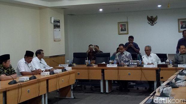 Anies Hadiri Pertemuan dengan Pimpinan Fraksi di DPRD DKI