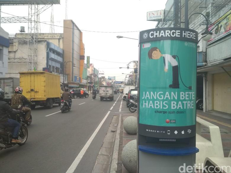 Keren, di Bandung Charge Ponsel Bisa di Pinggir Jalan