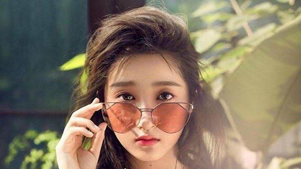 13 Bukti Kecantikan Guan Xiao Tong yang Bikin Luhan Eks EXO Jatuh Hati