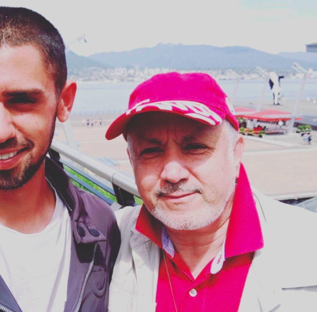 Nayel Nassar bersama ayahnya yang berasal dari Mesir. Nassar lahir di Chicago pada tahun 1991, tapi dia menghabiskan masa kecilnya di Kuwait. Foto: Instagram