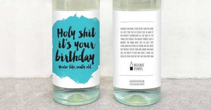 Kalau mau kasih kado ulang tahun, wine dengan label Holy Shit Its Your Birthday ini bisa jadi pilihan. Makin unik karena ada sindirian, Kamu seperti sangat tua. Foto: Delicate Estates