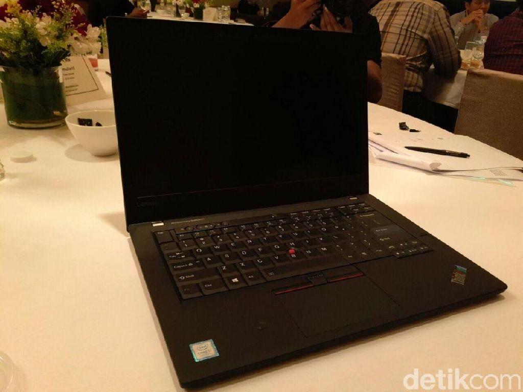 ThinkPad edisi 25 tahun ini tampil bak generasi pertamanya yang diluncurkan pada tahun 1992 lalu. Foto: detikINET/Yudhianto