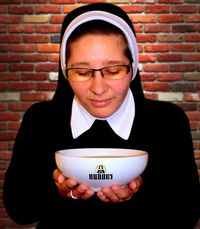 Para Biarawati Siap Melayani Pengunjung di Restoran <i>Pop-Up</i> Ini
