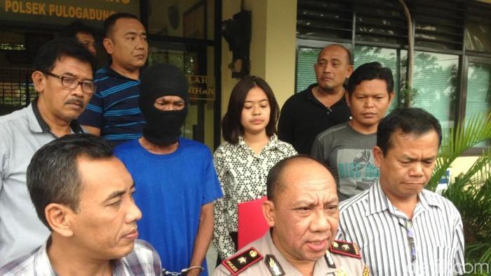 Foto: Pelaku pelecehan seksual di Pulogadung dihadirkan dalam konferensi pers (Ibnu Harianto/detikcom)