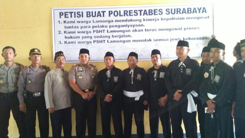 Pesilat dan Polisi Lamongan Tanda Tangani Petisi Damai